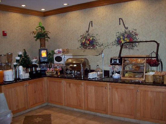 Country Inn & Suites By Carlson, Gainesville: Breakfast buffet