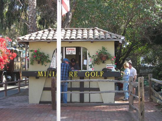 Golf Gardens Miniature Golf: spot the cats!
