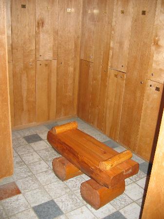Auberge Du Lac Taureau: Locker Room