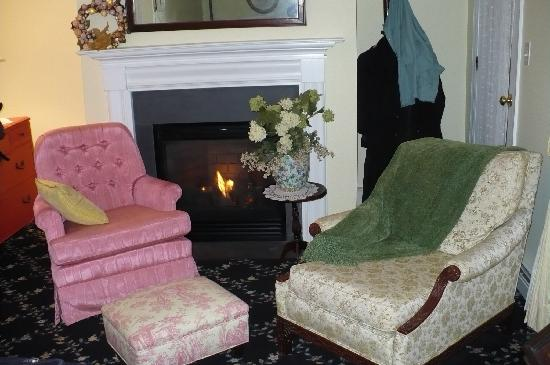 The Carriage House Bed & Breakfast: Room 2 By the Fireplace