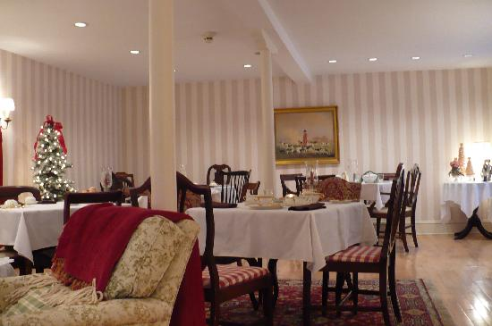 The Carriage House Bed & Breakfast: Dining Room