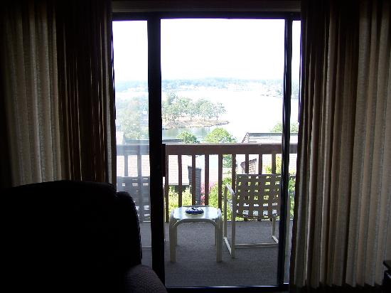 South Shore Lake Resort: LOOKING OUT TWORDS BALCONY