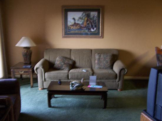 South Shore Lake Resort: LIVING ROOM