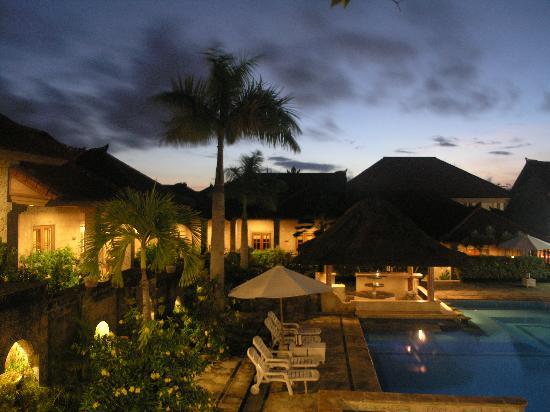 Jimbaran Hills Resort & Spa: By night