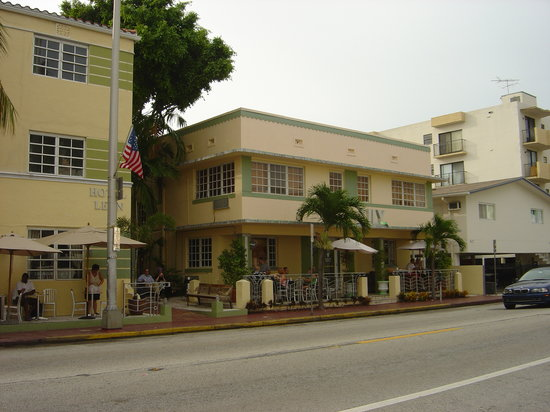Lily Leon Hotel : Exterior