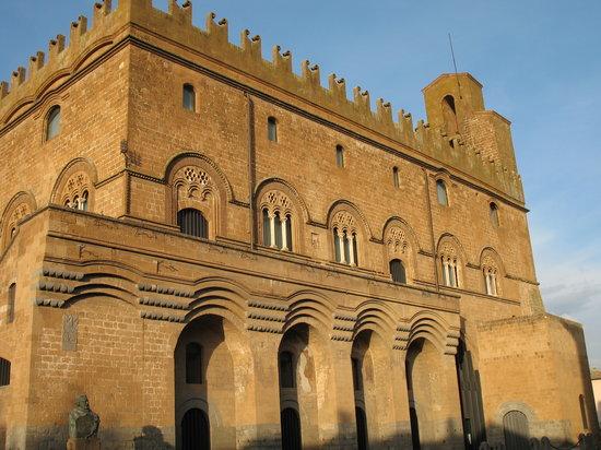 Orvieto, Italy: Palazzo di San Giovanni