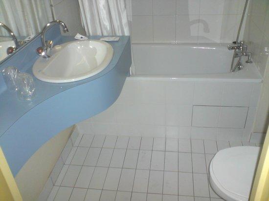 Inter-Hotel Paris Est Rosny : Bathroom