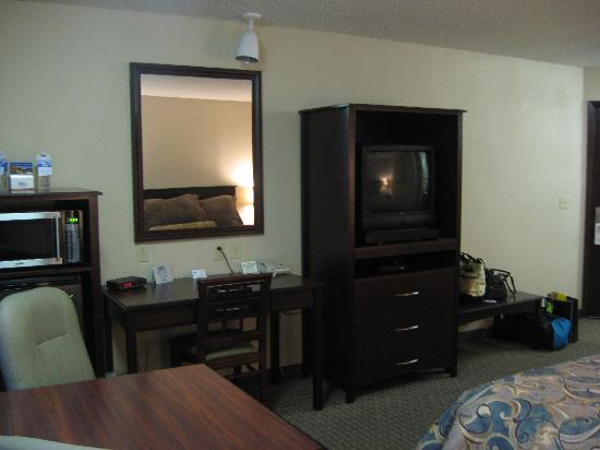 Shilo Inn & Suites - Salmon Creek : tv view