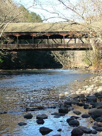 Mohican Lodge and Conference Center: Covered bridge at the park