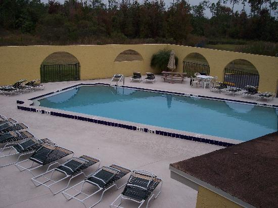 Shining Light Inn & Suites: Pool