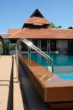 Bodhi Serene Hotel: The Swimming pool (Day)