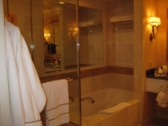 stand in shower and seperate tub - Picture of The Venetian Las Vegas ...