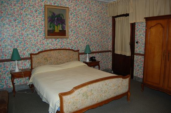 70 Traversiere Bed & Breakfast: The downstairs room