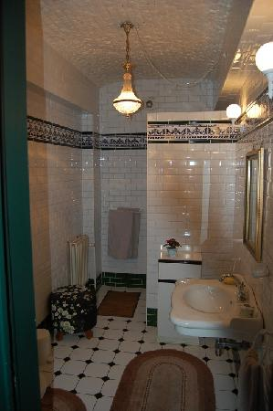 70 Traversiere Bed & Breakfast: The bathroom