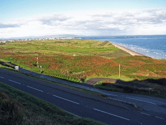 Royal Court Hotel: view overlooking royal portrush