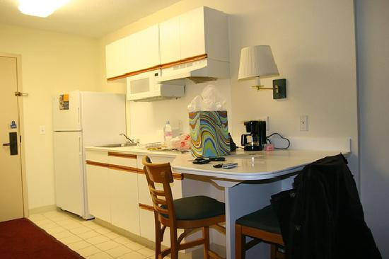 ‪‪Extended Stay America - St. Louis - Westport - Central‬: Kitchenette‬