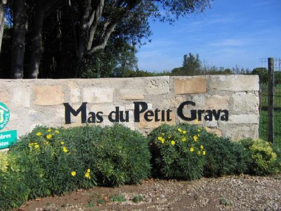 Mas Du Petit Grava: Entrance to the Mas