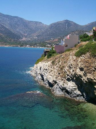 Elpis Studios and Apartments : Cliff walk down to Last Beach