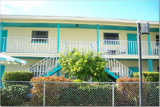 St Pete Beach Suites: front of motel