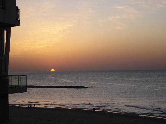 Sea Executive Suites: View of the sunset from balcony