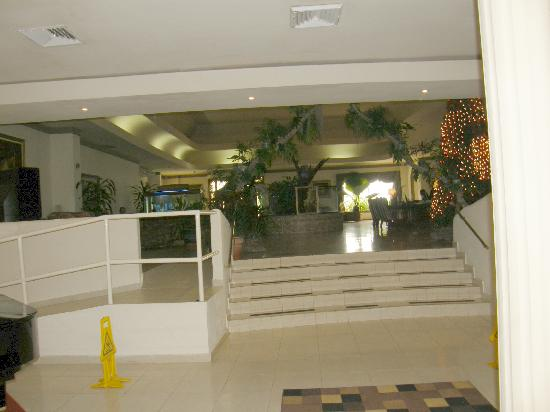 Las Cumbres Hotel and Water Park: Avalon lobby