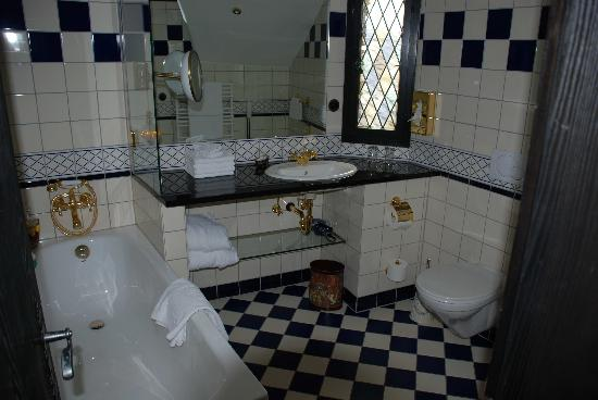 Burghotel Auf Schönburg: Bath Area