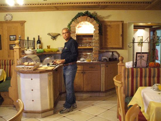 Simmerlwirt Inn: Breakfast in the restaurant