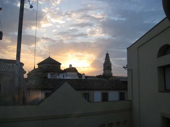 NH Collection Amistad Córdoba: Night time view from our room