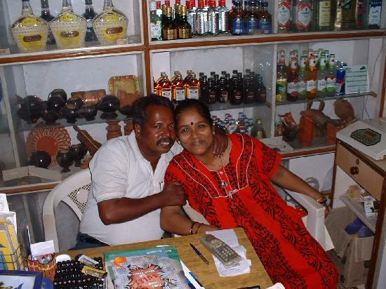 Nizmar Resort: Usha and husband Nanu in nearby shop