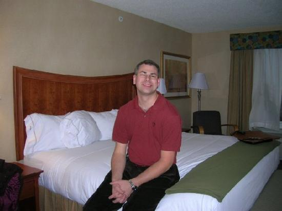 Holiday Inn Express & Suites Auburn Hills : Me in our hotel room