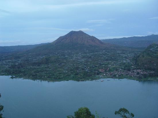 Lakeside Cottages: Gunung Batur from hilltop at sunrise