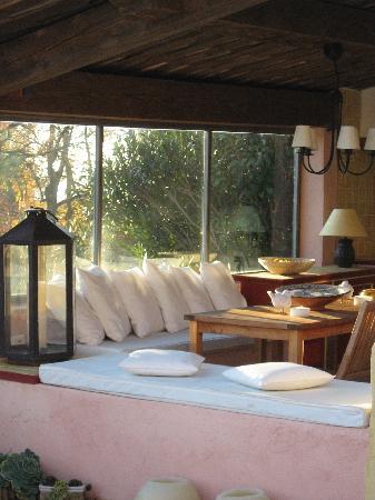 Tourrettes-sur-Loup, France: spazio esterno per il relax