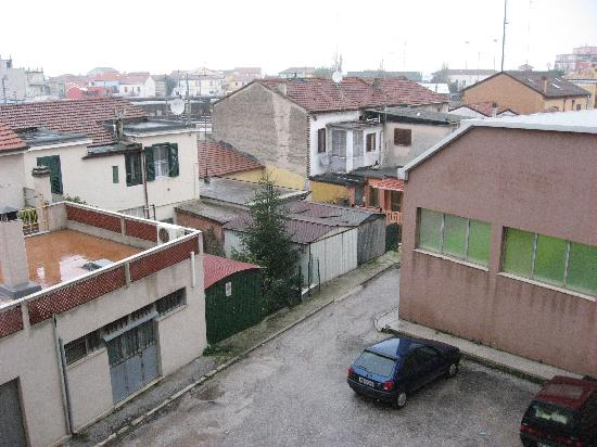 Falconara Marittima, Italy: View from the room, not amazing!