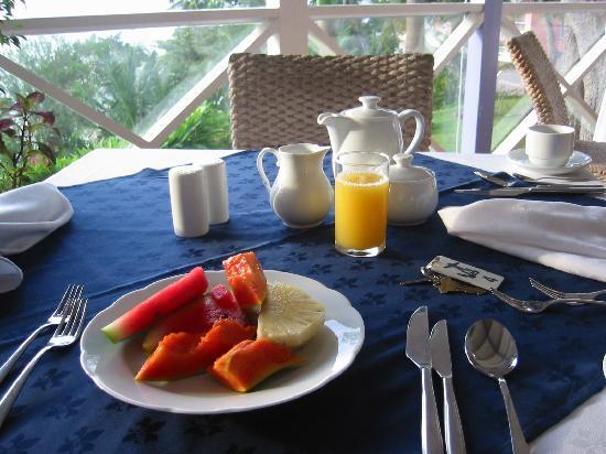 Blue Haven Hotel: Frühstück mit Blick auf´s Meer