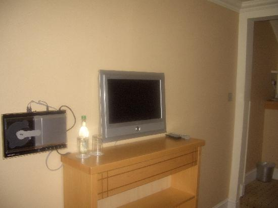 Crieff Hydro Hotel and Resort: Flat screen TV and DVD player