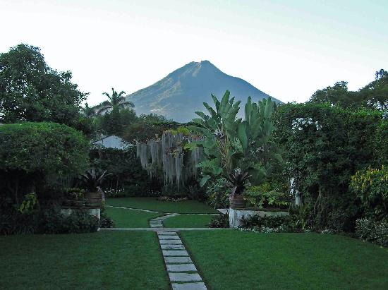 Mansion del Pensativo : A look at Volcan Agua from the sala.