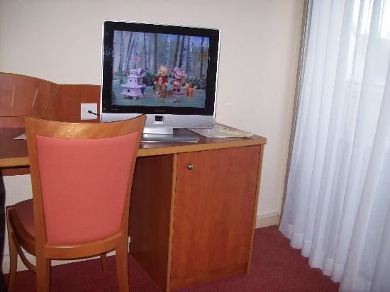 Hotel Abrial Cannes Centre : flat screen tv