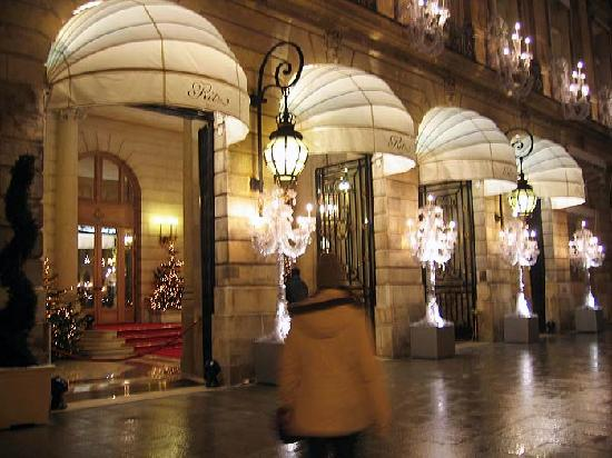 Ritz Paris: Ritz exterior at night