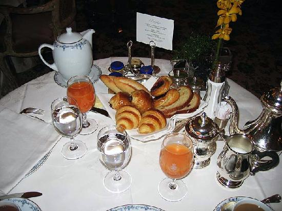 Ritz Paris: Ritz Breakfast (Included with room)