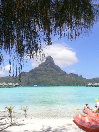 InterContinental Bora Bora Resort & Thalasso Spa : view from pool