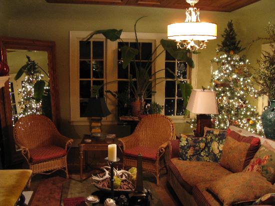 Cozy living room in the main house Picture of Keidel Inn