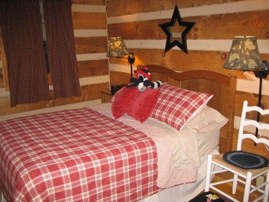 Fiddler's Roost Cabins : Bedroom