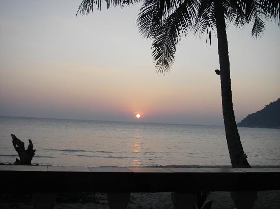 Phuwadee Resort & Spa: Sunrise from the porch