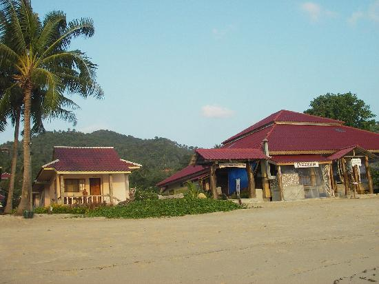 Phuwadee Resort & Spa: Hotel and Hut