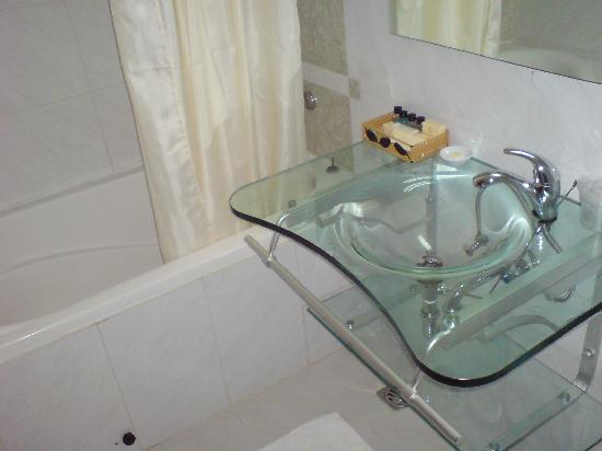Le Duy Hotel: bathroom sink