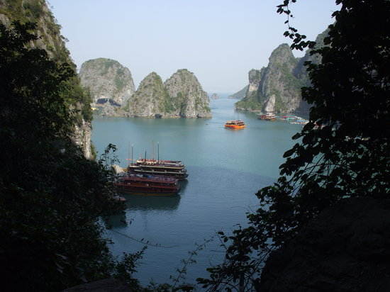 Baie d'Halong, Vietnam : View from Sung Sot cave lookout