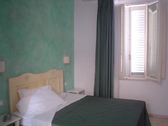 B&B Lanterna Fiorentina: Esta habitación tiene 2 ventanas
