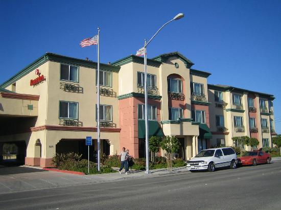 Ramada Marina: Vue de face de l'hôtel Ramada Inn de Marina