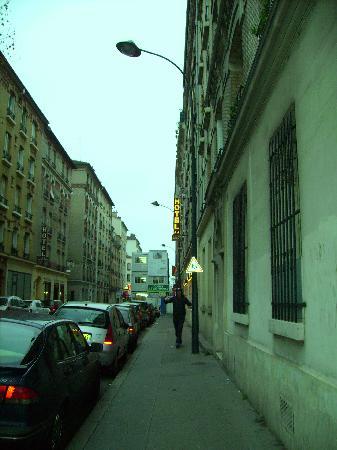 Clichy, Francia: Das Hotel von außen