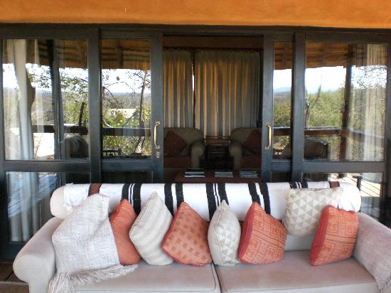 Garonga Safari Camp: Suite - Salottini esterno e interno